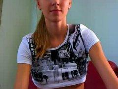 Diese Studentin ist 100% Webcam Amateur